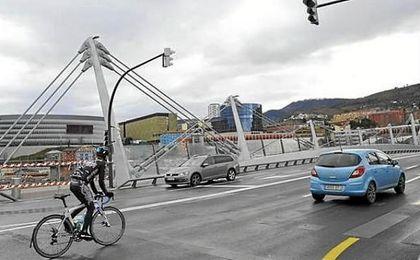 El 51% de los conductores reconoce no respetar la distancia de seguridad con los ciclistas