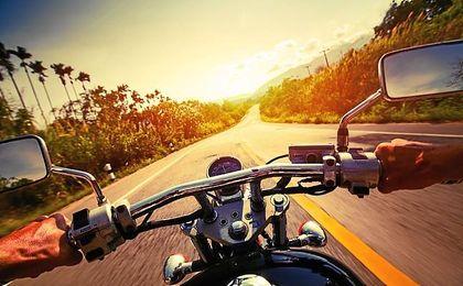 ¿Cómo viajar en moto de forma segura?