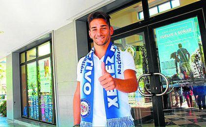 Álvaro Ramírez, el día de su presentación como jugador del Xerez Deportivo.