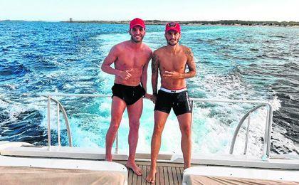 Lucas Pérez, con Luis Alberto, durante sus vacaciones.