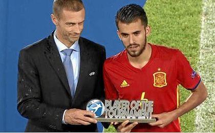 Ceballos recibe el MVP del Europeo sub-21.