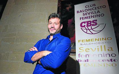José Miguel Prieto, en la presentación del nuevo C.B. Sevilla, que pretende llevar también el baloncesto femenino sevillano a la élite.