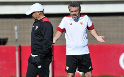 Lillo, en su etapa como parte del cuerpo técnico del Sevilla FC