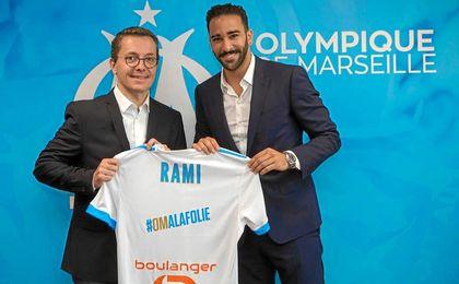 Rami, posando con su nueva camiseta.
