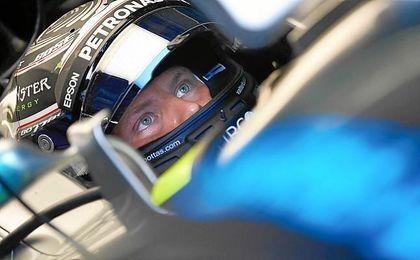 Bottas y Hamilton firman los mejores tiempos en la primera sesión