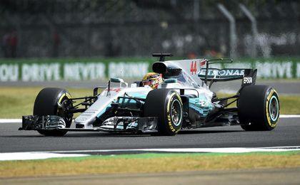 Hamilton devora la ventaja de Vettel con otra exhibición en Silverston