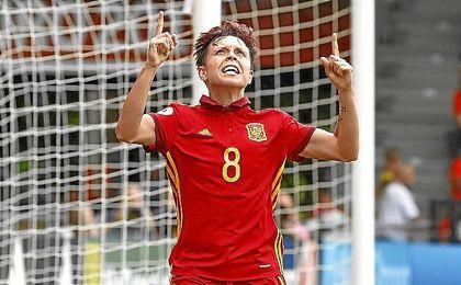 Amanda Sampedro celebra el segundo gol del partido ante Portugal.