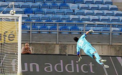 Seferovic superó por alto a Adán en el 1-0.