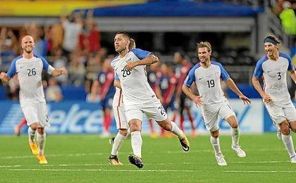 Dempsey celebra su gol, con el que iguala a Donovan.