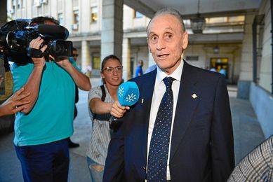 Manuel Ruiz de Lopera, a su llegada a los jugados.