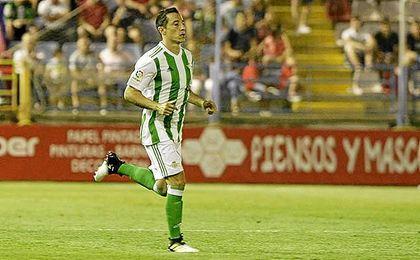 Andrés Guardado hizo su debut como bético en Extremadura.
