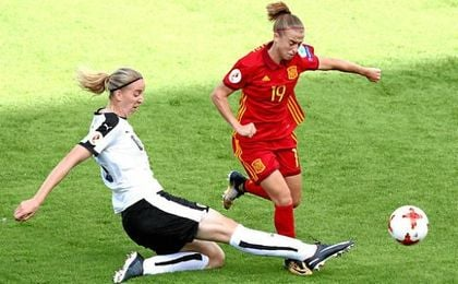 Bárbara Latorre, en un lance del juego del partido que les enfrentó a Austria.
