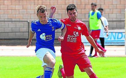 El polivalente jugador azulino Mario Begines ha decidido dar el salto a Tercera división.