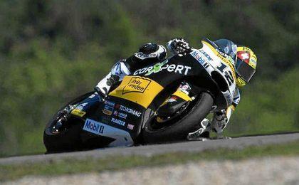 El suizo Luthi logra su primera victoria del año con Márquez en el podio