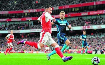 Lucas Pérez ha pedido el ´transfer request´ para salir del Arsenal.