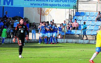 La mayor parte del plantel que consiguió el ascenso a Segunda B seguirá en San Pablo; sólo Suanes, Alejo, Arti y Nacho han causado baja en el Écija Balompié.