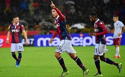 Masina celebra un gol con la elástica del Bologna.
