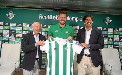 Javi García, en su presentación con el Betis.