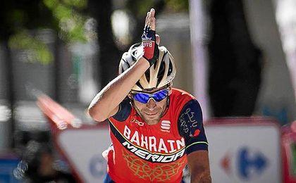 El 'Tiburón' Nibali muerde en Andorra; coletazo de Froome, nuevo líder