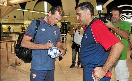 Óscar Arias espera que el Sevilla F.C. pase a la fase de grupos de la Champions.