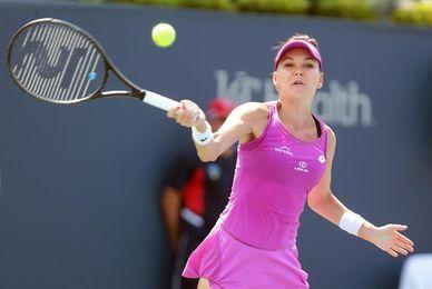 Radwanska comienza con triunfo la defensa de del título; gana Suárez, pasa a octavos