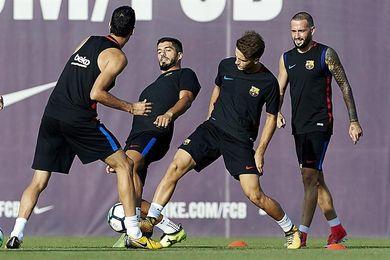 Luis Suárez se ejercita con el grupo antes del partido contra el Alavés