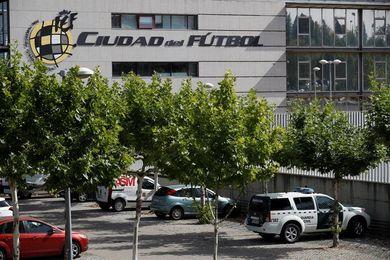 Masiva dimisión de directivos de la Junta de la Real Federación Española de Fútbol