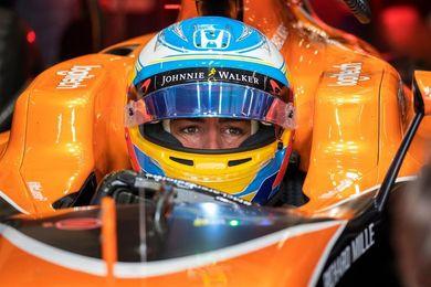 Escudería McLaren de naranja en honor a su fundador