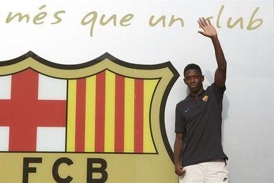 Ousmane Dembélé se fotografía ante el escudo del Barça y firmará mañana
