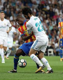 Real Madrid y Valencia empatan a uno al descanso