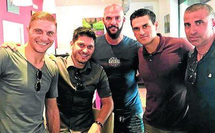 Edu, con Joaquín, Juanito, Rivas y Thais, en una reciente visita a Sevilla.