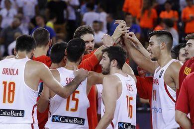España arrasa a Montenegro y Rusia gana a Turquía
