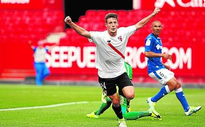 Gual celebra un gol con el Sevilla Atlético.