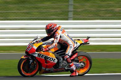 Márquez domina en MotoGP y Dovizioso asciende a la tercera plaza en la última vuelta