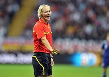 "Bibiana Steinhaus, ""feliz"" y ""agradecida"" de arbitrar en la Bundesliga"