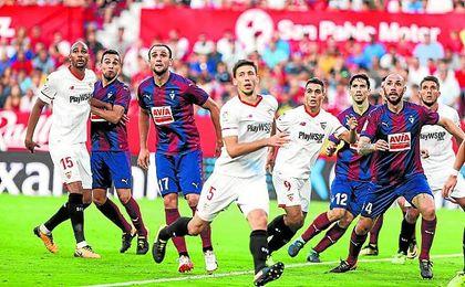 Lenglet y Carriço cuajaron un gran partido ante el Eibar.