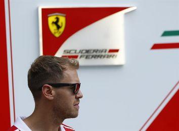 Hamilton defiende su liderazgo en Singapur, territorio Vettel