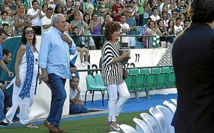Los padres de Miki Roqué, en el Benito Villamarín.