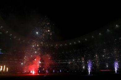 Luces, sonido y fuegos artificiales para rematar el estreno del Metropolitano