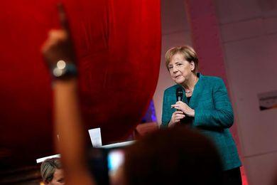 Los conservadores de Merkel lideran sondeos, los ultraderechistas aspiran a ser terceros