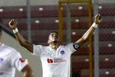 Honduras no contará con el delantero Carlo Costly ante Costa Rica y México