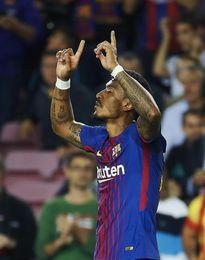 Messi, de penalti, y Paulinho dan ventaja al Barcelona tras el primer tiempo