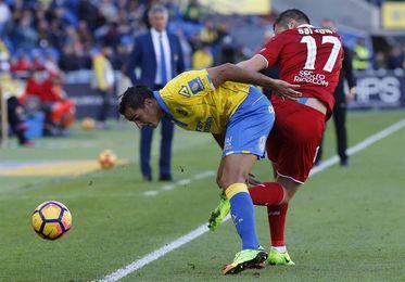 Sevilla y Las Palmas trasladan al campo su litigio por el ´caso Vitolo´