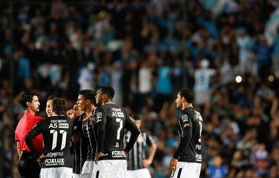 0-0. Con angustia, Racing igualó con Corinthians y pasó a cuartos de final