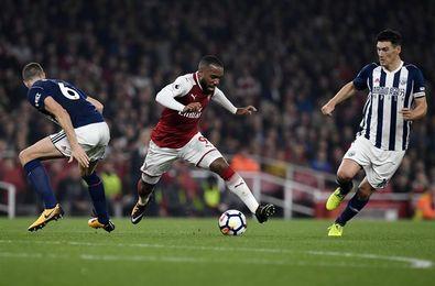 Lacazette amplía la racha del Arsenal en el día de Gareth Barry