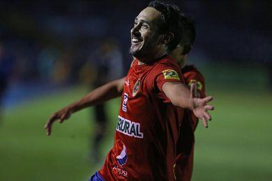El Municipal le arrebata al Petapa el liderato del fútbol en Guatemala, tras empatar con Xelajú