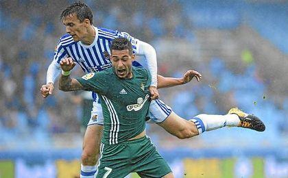 Diego Llorente y Sergio León, en el Real Sociedad-Betis.