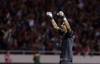 Costa Rica se entrena con el grupo completo y sueña con celebrar en casa