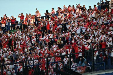 La Bombonera se tiñe de celeste y blanco por el Argentina-Perú