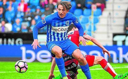 Berge, en un partido de Jupiler League con el Genk.